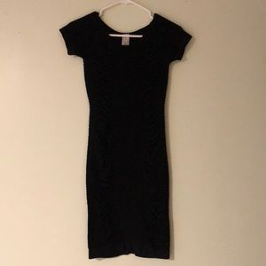 Dresses & Skirts - Stretch little black dress